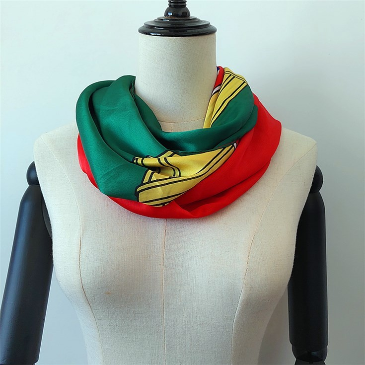 Silk scarf printer printing photographic images on scarves