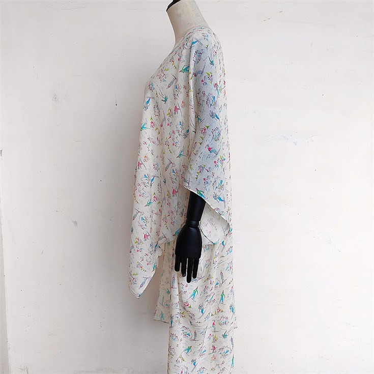 Scarf printer printing photographic images on the kimono Cardigan