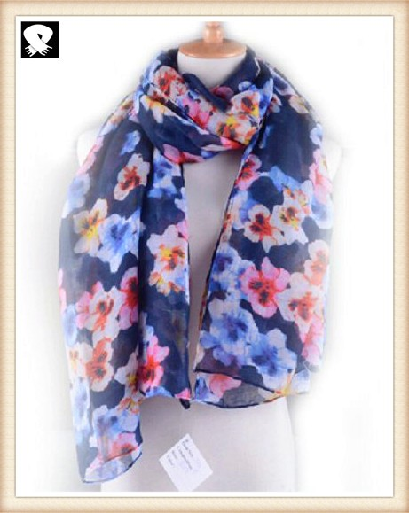 Gorgeous flowers polyester scarf