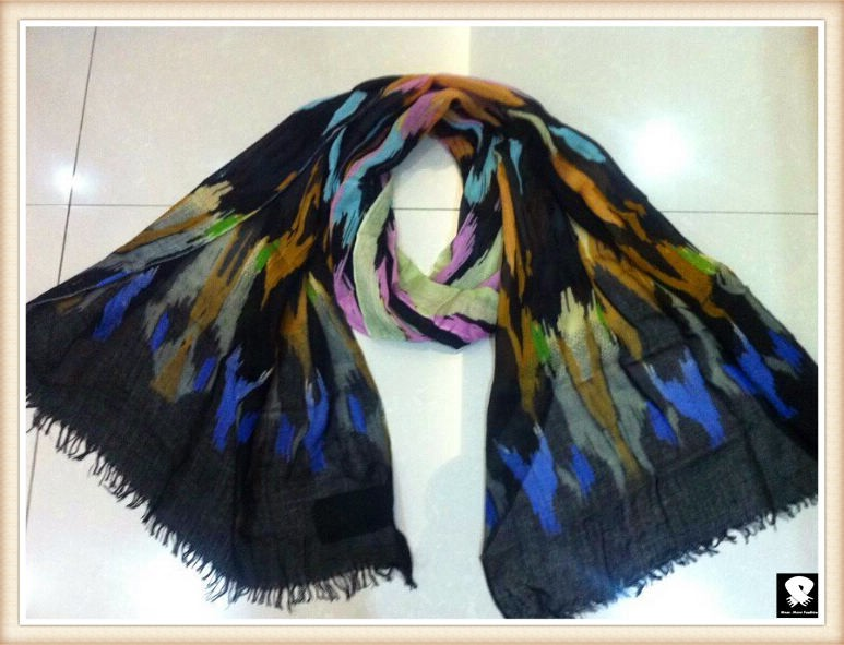 Abstract leopard viscose scarf