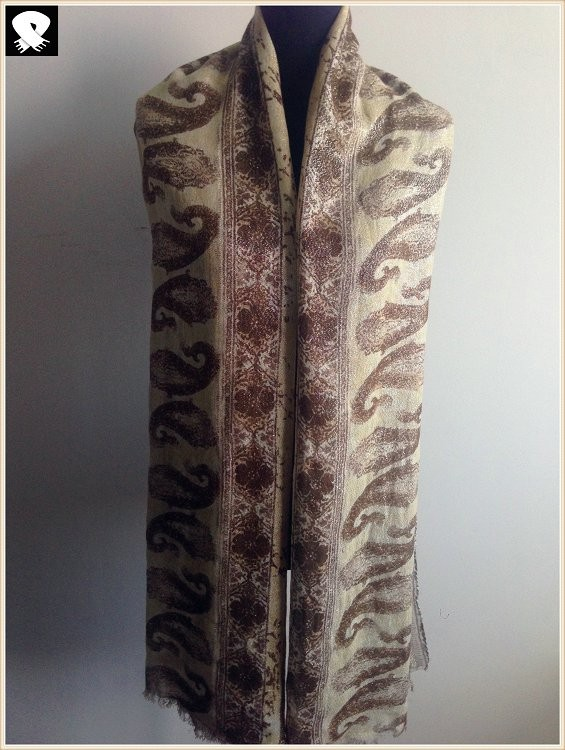 Paisley viscose scarf with silver lurex