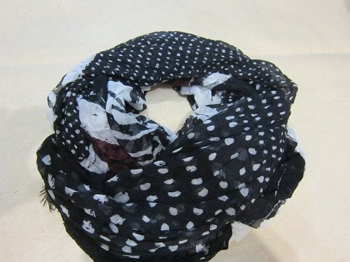Scarf factory, black and white palka dots