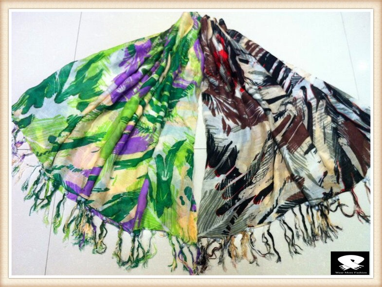 Super soft scarf with feathers prints